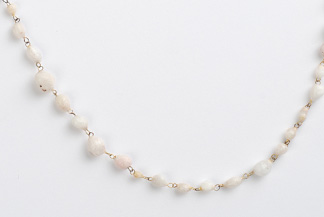 <h7>untitled, 2008, Necklace, Salt, Gold</h7><br />o.T., 2008, Halsschmuck, Salz, Gold